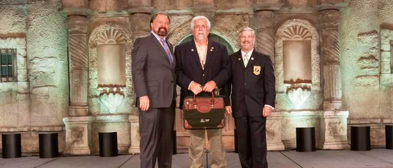 DU President Rogers Hoyt (l) and CEO Dale Hall (r) present TNDU State Chairman Bobby Allison with the Top State award for 2016.