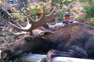 Past license winner Dave Browne with his Shiras moose.