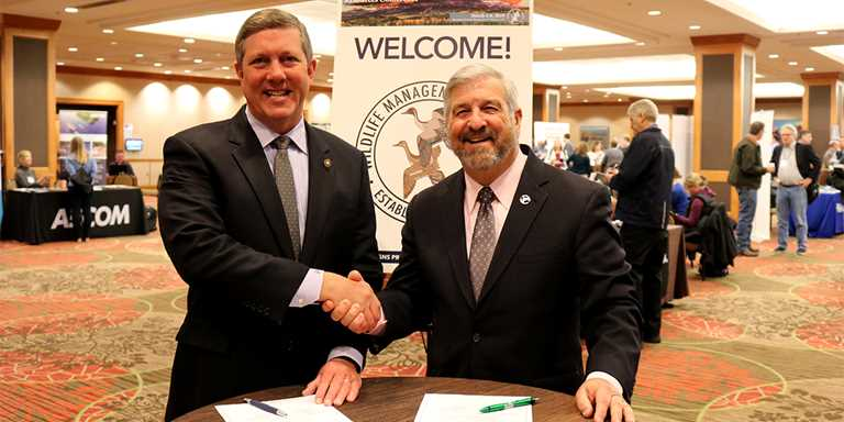 CSF President Jeff Crane, left, and Ducks Unlimited CEO Dale Hall, right, sign the memorandum March 6.
