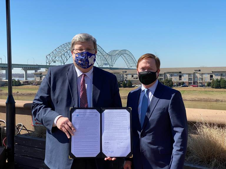 DU CEO Adam Putnam (right) was joined by Memphis Mayor and MRCTI Tennessee State Chair Jim Strickland (left) to announce the Memorandum.